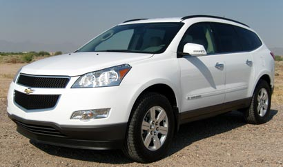A three-quarter front view of a white 2009 Chevrolet Traverse