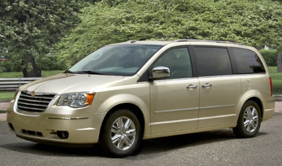 A three-quarter front view of a 2010 Chrysler Town & Country