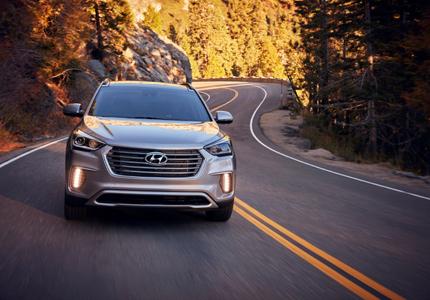 A three-quarter front view of the 2017 Hyundai Santa Fe