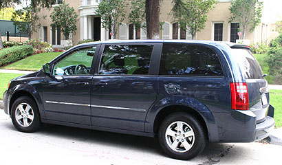A three-quarter rear view of a 2008 Grand Caravan SXT