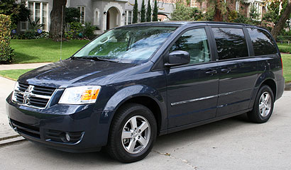 A three-quarter front view of a 2008 Dodge Grand Caravan SXT