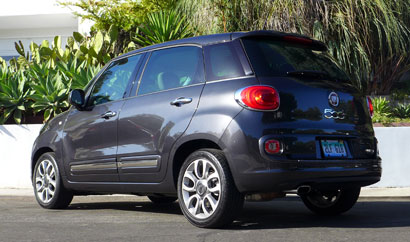 A three-quarter rear view of the 2014 Fiat 500L