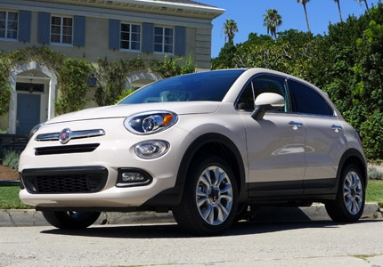 A three-quarter front view of the 2016 Fiat 500X