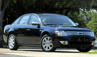 A three-quarter front view of a 2008 Ford Taurus Limited AWD