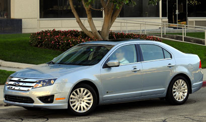 A three-quarter front view of a 2010 Ford Fusion Hybrid