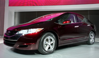 A three-quarter front view of the Honda FCX Clarity at the 2007 Los Angeles Auto Show