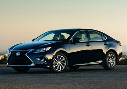 A three-quarter front view of the 2016 Lexus ES 300h