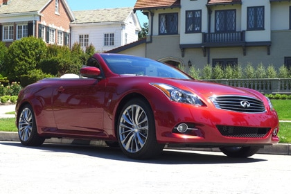 A three-quarter front view of the 2014 Infiniti Q60 convertible