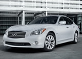 A three-quarter front view of the Infiniti M Hybrid