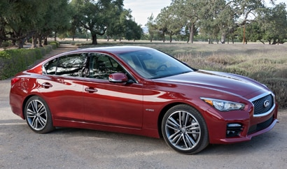 A three-quarter front view of the 2014 Infiniti Q50 Hybrid