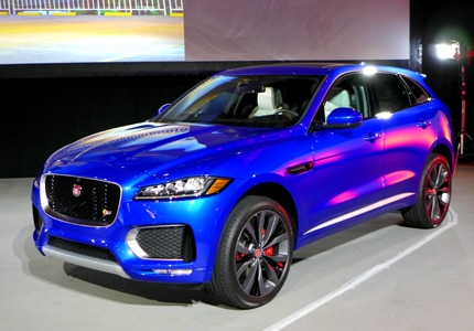 A three-quarter front view of the 2017 Jaguar F-PACE