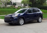 A three-quarter front view of the Jeep Cherokee Latitude