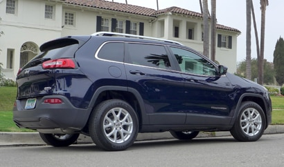 A three-quarter rear view of the 2014 Jeep Cherokee Latitude