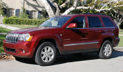 A three-quarter front view of a 2007 Jeep Grand Cherokee Limited 4x4