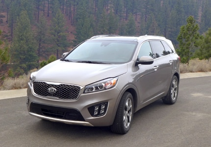 A three-quarter front view of the 2015 Kia Sorento, GAYOT's Car of the Month for November 2015