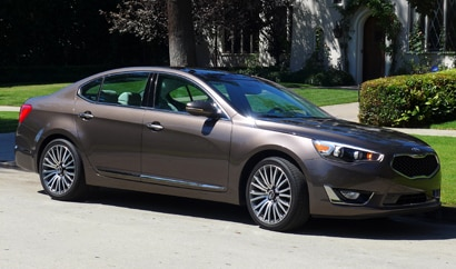 A three-quarter front view of a 2014 Kia Cadenza