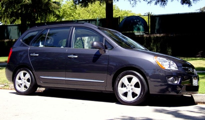 A side view of a 2007 Kia Rondo EX