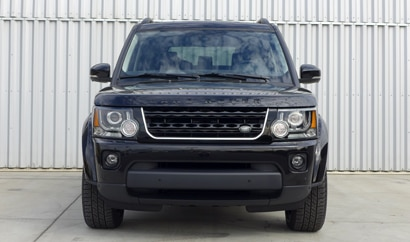 A front view of a Land Rover LR4