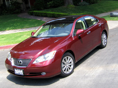 A three-quarter front view of a 2007 Lexus ES 350