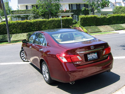 A three-quarter rear view of a 2007 Lexus ES 350