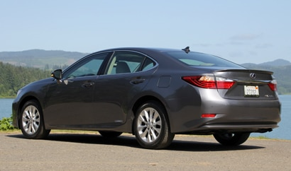 A three-quarter rear view of the 2013 Lexus ES 300h
