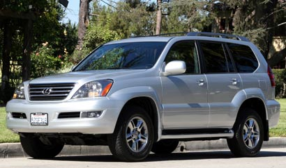 A three-quarter front view of a silver 2008 Lexus GX 470