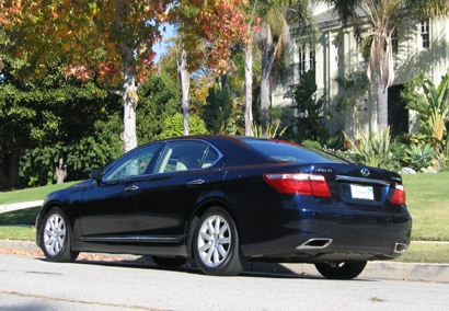 A three-quarter rear view of a 2007 Lexus LS 460L