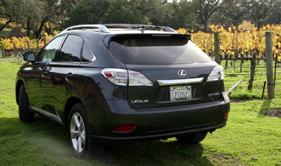 A three-quarter rear view of a 2009 Lexus RX 350