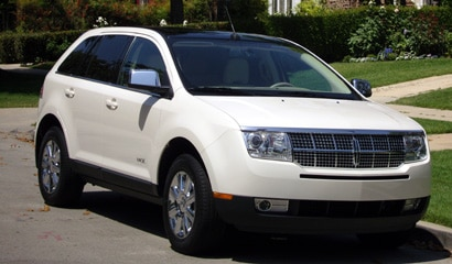 A three-quarter front view of a white 2007 Lincoln MKX AWD
