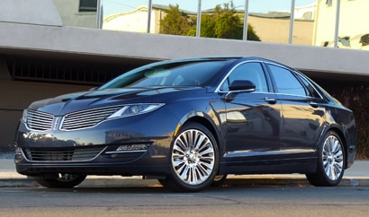 A three-quarter front view of the 2013 Lincoln MKZ