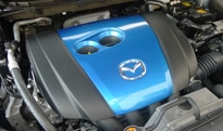 The 2.0-liter SKYACTIV-G 4-cylinder engine of the 2013 Mazda CX-5 Sport