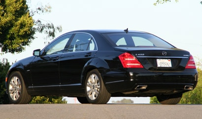 A three-quarter rear view of a 2010 Mercedes-Benz S400 Hybrid