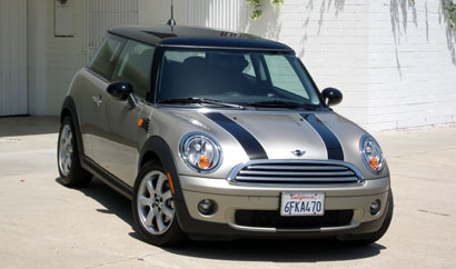 A three-quarter front view of a 2009 Mini Cooper Hardtop