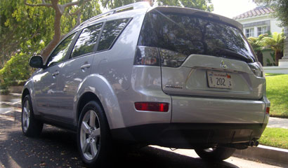 A three-quarter rear view of a 2007 Mitsubishi Outlander XLS