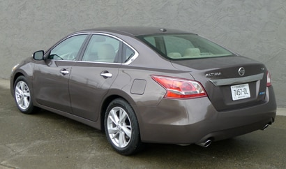 A three-quarter rear view of the 2013 Nissan Altima 2.5 SV
