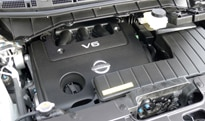 The 3.5-liter V6 engine of a 2013 Nissan Quest