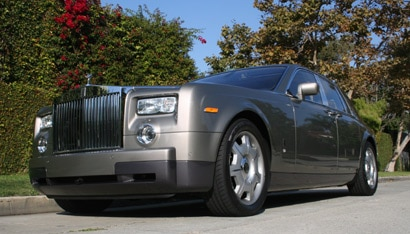 A three-quarter front view of a 2006 Rolls-Royce Phantom
