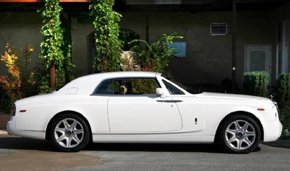 A side view of a white 2009 Rolls-Royce Phantom Coupé