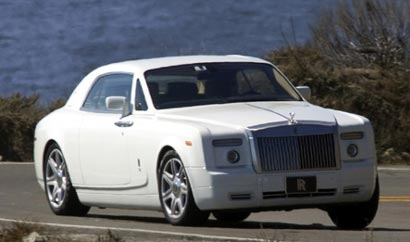 A three-quarter front view of a white 2009 Rolls-Royce Phantom Coupé