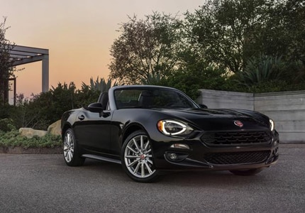 A three-quarter front view of the 2017 Fiat 124 Spider