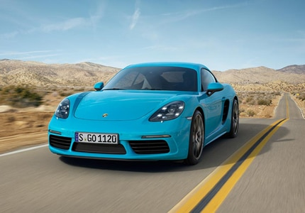 A three-quarter front view of the 2017 Porsche 718 Cayman