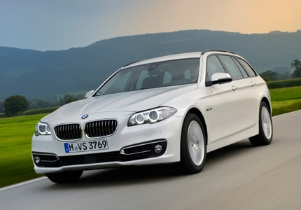 A three-quarter front view of the 2016 BMW 5-Series