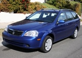 A three-quarter front view of a blue 2007 Suzuki Forenza SW