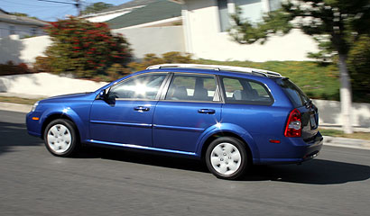 A side view of a blue 2007 Suzuki Forenza SW