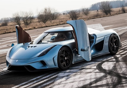 A three-quarter front view of the 2015 Koenigsegg Regera coupe supercar