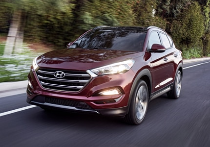 A three-quarter front view of the 2017 Hyundai Tucson