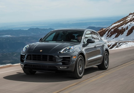 A three-quarter front view of the 2017 Porsche Macan