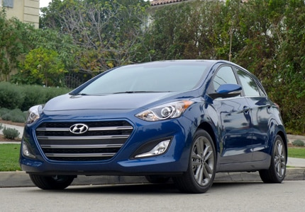 A three-quarter front view of the 2016 Hyundai Elantra GT