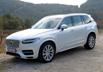 A three-quarter front view of the 2016 Volvo XC90 T8 Hybrid