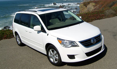 A three-quarter front view of a white 2009 Volkswagen Routan SE
